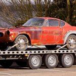 Jak bezpiecznie przetransportować samochód na lawecie?
