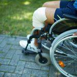 Sprzęt rehabilitacyjny – kupić czy wypożyczyć?