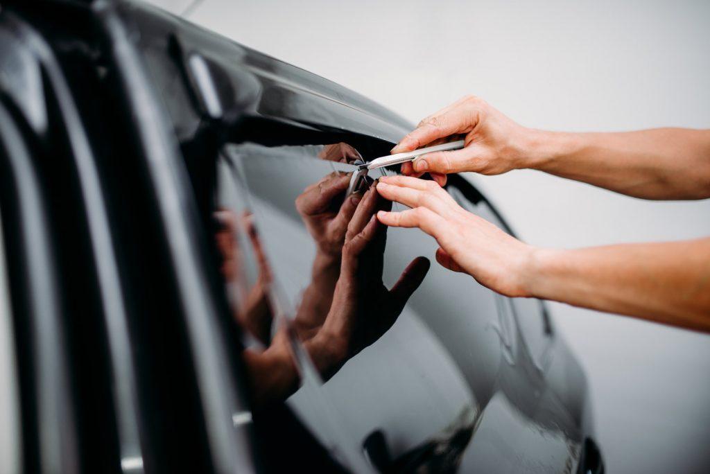 oklejanie szyby samochodowej