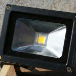 Naświetlacze LED świetnym rozwiązaniem na oświetlenie posesji