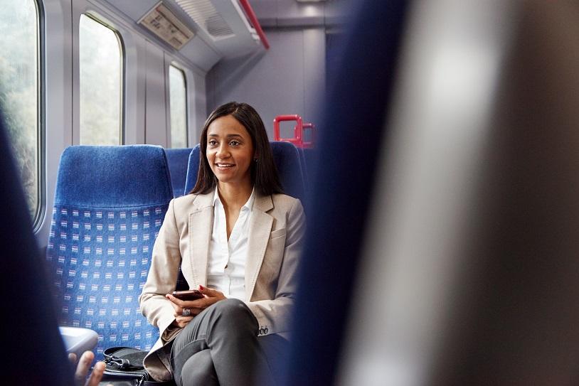 podróżniczka w pociągu