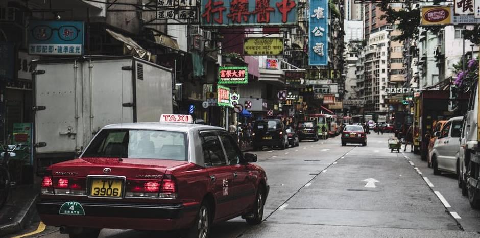 samochód z wypożyczalni w azji