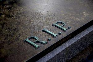 napis na nagrobku